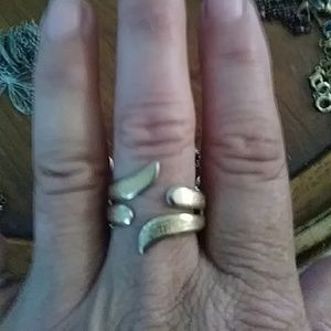 Sarah Coventry vintage goldtone adjustable ring